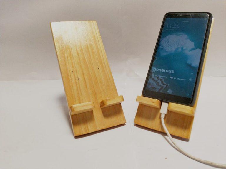 StandeeWood Phone Holder (2)